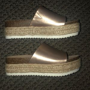 Woman's Report Wedge Sandals Size 6